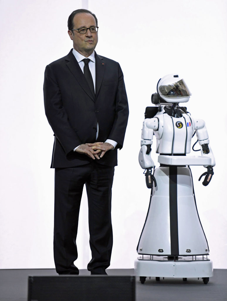 French President Francois Hollande stands beside Leenby the robot. Photo was taken on 3/21/17 at the launch of French strategy in artificial intelligence at the Cite des Sciences in Paris. The museum is the largest science museum in Europe. (AP)