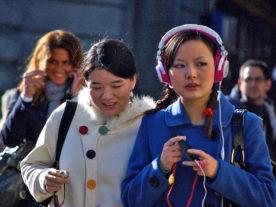 Young women listen to music (Melinda Seckington via Creative Commons 2.0/Flickr)
