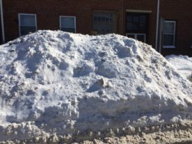 Piles of snow along the streets of Boston after the blizzard of January 24-28, 2015. (Fuhvah/Creative Commons 4.0 via Wikimedia)