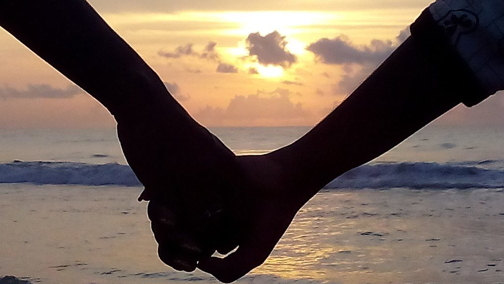 Holding hands. (Sneha ss via Wikimedia Commons/Creative Commons 4.0)