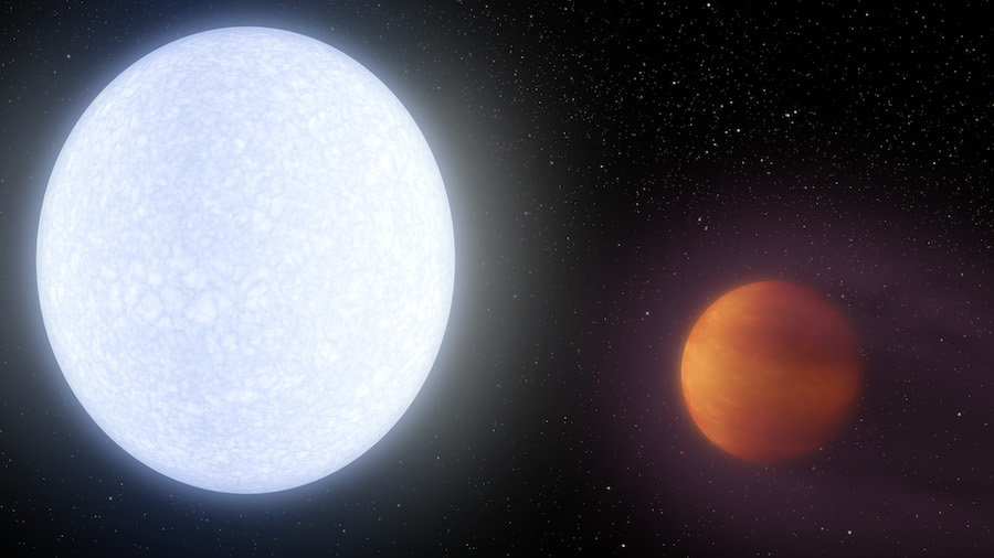 This artist's concept shows planet KELT-9b orbiting its host star, KELT-9. (NASA/JPL-Caltech)