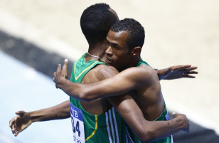 Ayanleh Souleiman (R) hugs runner-up Aman Wote of Ethiopia. Photo: Reuters