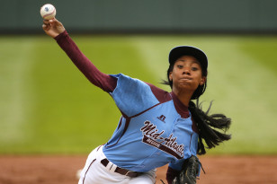 Mo'ne Davis pitches at the Little Leage Baseball World Series Photo: AP