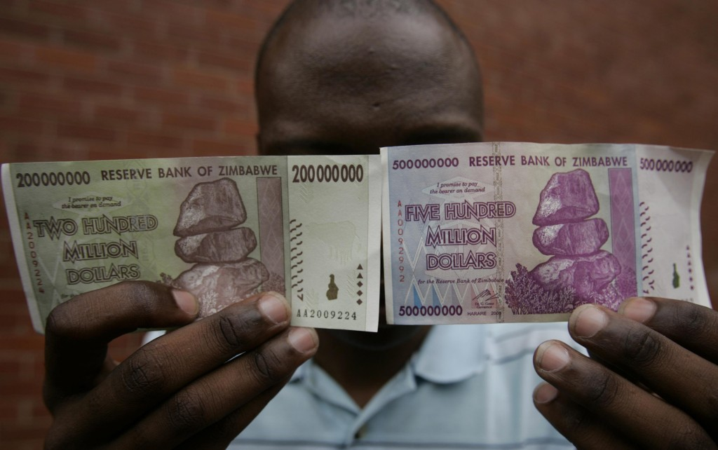 200 million and 500 million Zimbabwe dollar notes issued in Harare in 2008 Photo: REUTERS/Philimon Bulawayo (ZIMBABWE)