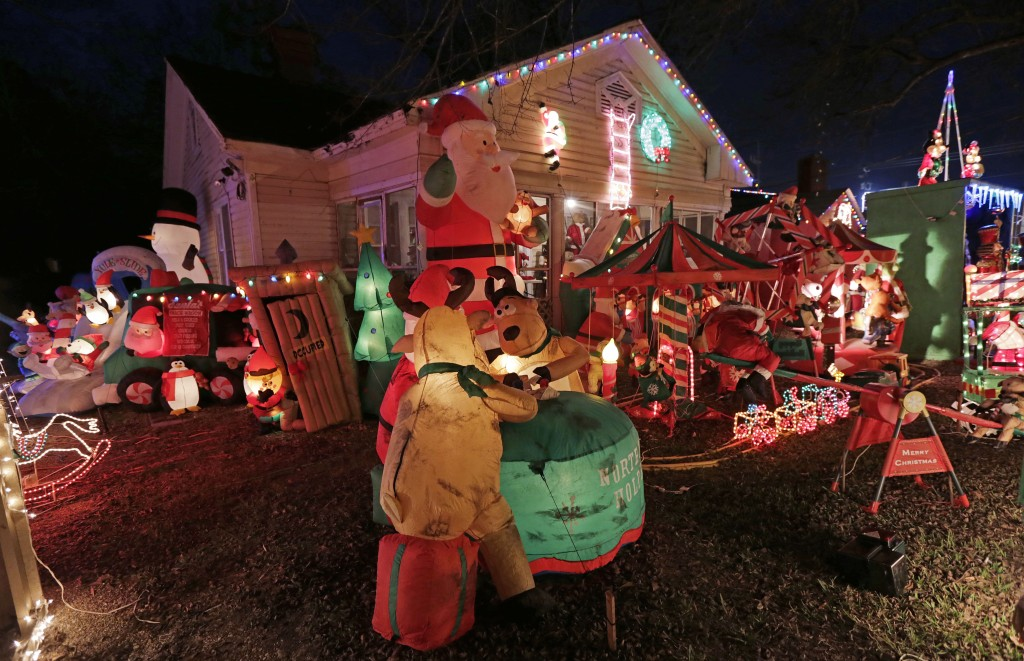 A house all decorated for Christmas (Photo: AP)