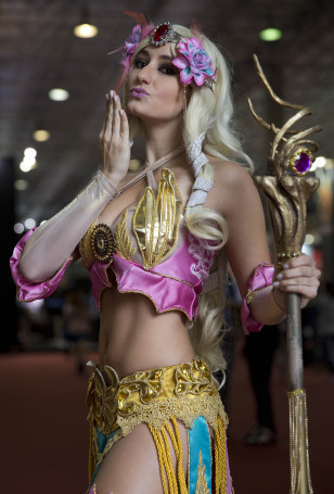 """A woman dressed as """"Smite"""" video game character poses for portraits as she cosplays at the Comic Con Experience fair in Sao Paulo, Brazil, Dec. 4, 2014. (AP)"""