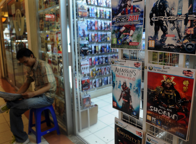 Pirated software is displayed at a shop in Jakarta, Indonesia on May 12, 2011. (AFP)