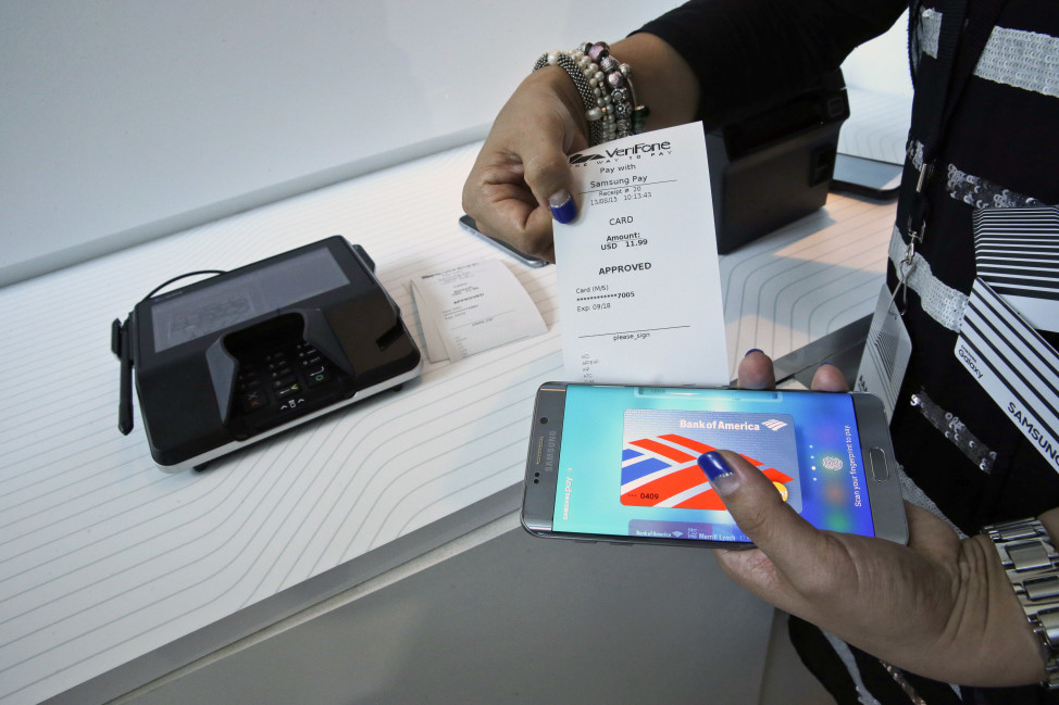 A product expert demonstrates Samsung Pay during a presentation in New York, Aug. 13, 2015, ahead of the debut of the Samsung Pay mobile payment service in South Korea this month. (AP)