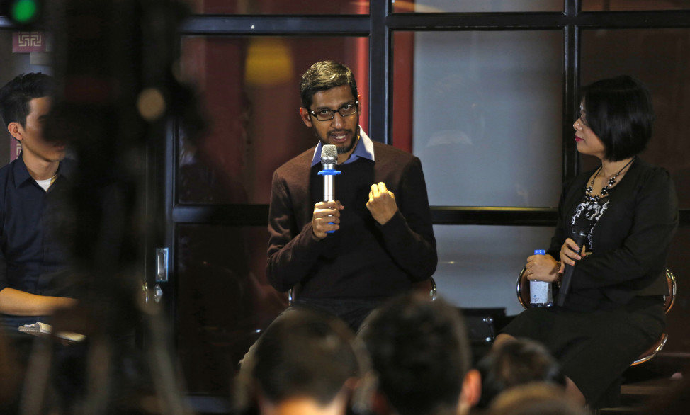 Google CEO Sundar Pichai (C) addresses a conference with Vietnamese IT community in Hanoi, Vietnam, Dec. 22, 2015. (Reuters)