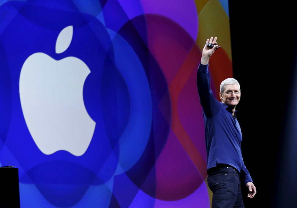 FILE - Apple CEO Tim Cook waves as he arrives on stage to deliver a keynote address at the Worldwide Developers Conference in San Francisco, California, U.S. , June 8, 2015. (Reuters)