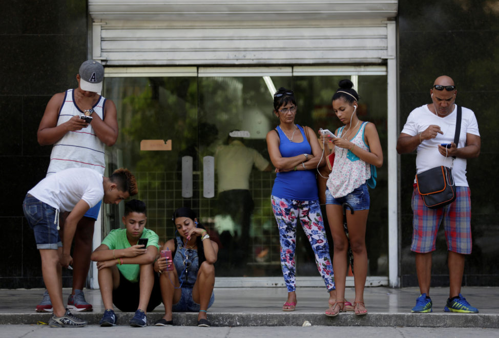 Cubans use the internet via public Wi-Fi in Havana, Cuba, Sept. 5, 2016. (Reuters)