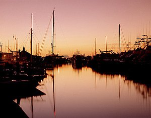 Another splendid dawn breaks over Nantucket Harbor. (Carol M. Highsmith)