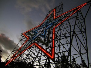 "Impressive enough from right below its support scaffolding at dawn, Roanoke's ""star"" on Mill Mountain is even more spectacular viewed from a distance at night.  (milknosugar, Flickr Creative Commons)"