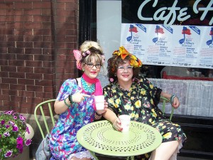 "Two ""hons"" enjoy a streetside table outside the café named for them and others in town.  (mdsnbelle, Flickr Creative Commons)"
