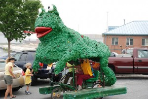 This Bawlmer kinetic-art froggie rolls and floats and has a grand old time. (bostonandst.johns, Flickr Creative Commons)
