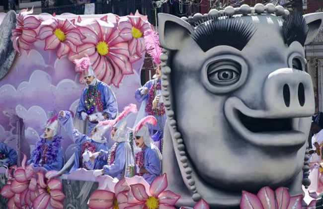 Pigging out on an elaborate Mardi Gras float. (Carol M. Highsmith)