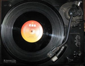 Did you know that vinyl records are back in fashion, especially among young people who have no memory of the golden days of discs?  (Tomasz Sienicki, Wikipedia Commons)