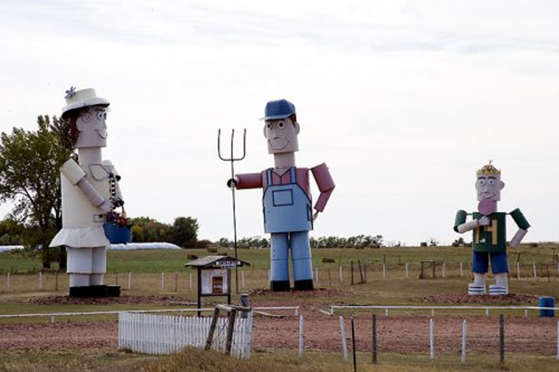 Artist Gary Greff depicts Midwest life along North Dakota's 'Enchanted Highway.'  (Carol M. Highsmith)