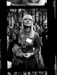 Sleek, sensational Mary Travers at a New York City antiwar rally in 1969.  (PDub, Flickr Creative Commons)