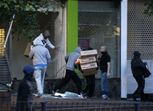 London looters do their thing.  (Tim Hales/AP Photo)