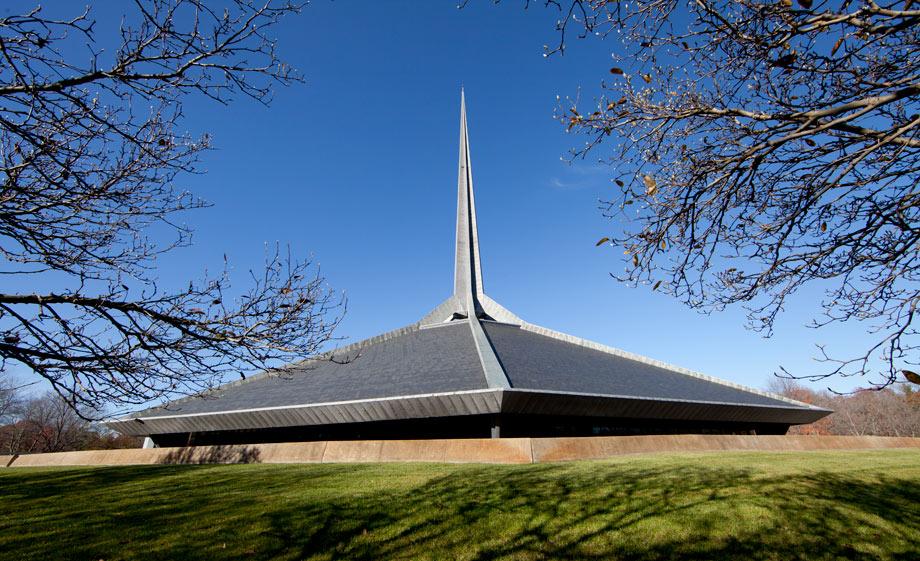 Eero Saarinen's North Christian Church.  (Carol M. Highsmith)