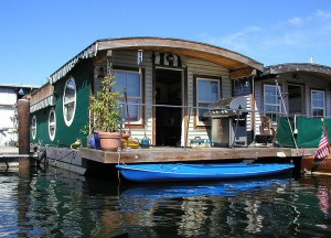 "Rednecks sometimes live in ""double-wide"" trailers.  This looks like a double-wide HOUSEBOAT.  (Wacqu, Wikipedia Commons)"