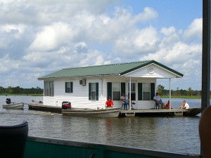A houseboat that really looks like a house!  (Pseudotriton, Wikipedia Commons)
