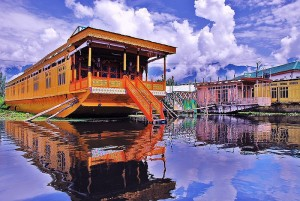 I mentioned that houseboating is a worldwide thing.  This beauty is in Kashmir.  (Bashrat Shah, Wikipedia Commons)