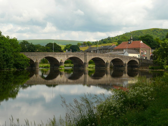 This a viaduct in the lovely place of my ancestors: Llanfair-ym-Muallt in Wales.  It's called Builth Wells nowadays for some reason.  But that's better than Llanfairpwllgwyngyllgogerychwyrndrobwllllantysiliogogogoch! (Wikipedia Commons)
