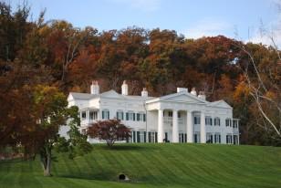 Bağışlanan hindilerin yaşadığı, Beyaz Saray'a benzeyen görkemli çiftlik müzesi