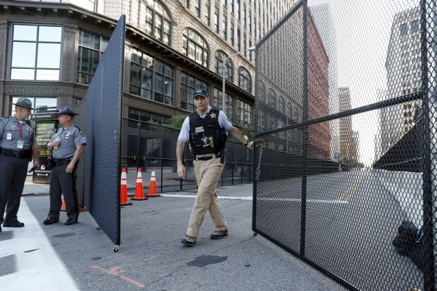 A United States Secret Service agent closes a security fence, as preparations are made for the Republican National Convention, Saturday, July 16, 2016 in Cleveland, Ohio. (AP Photo/Alex Brandon)