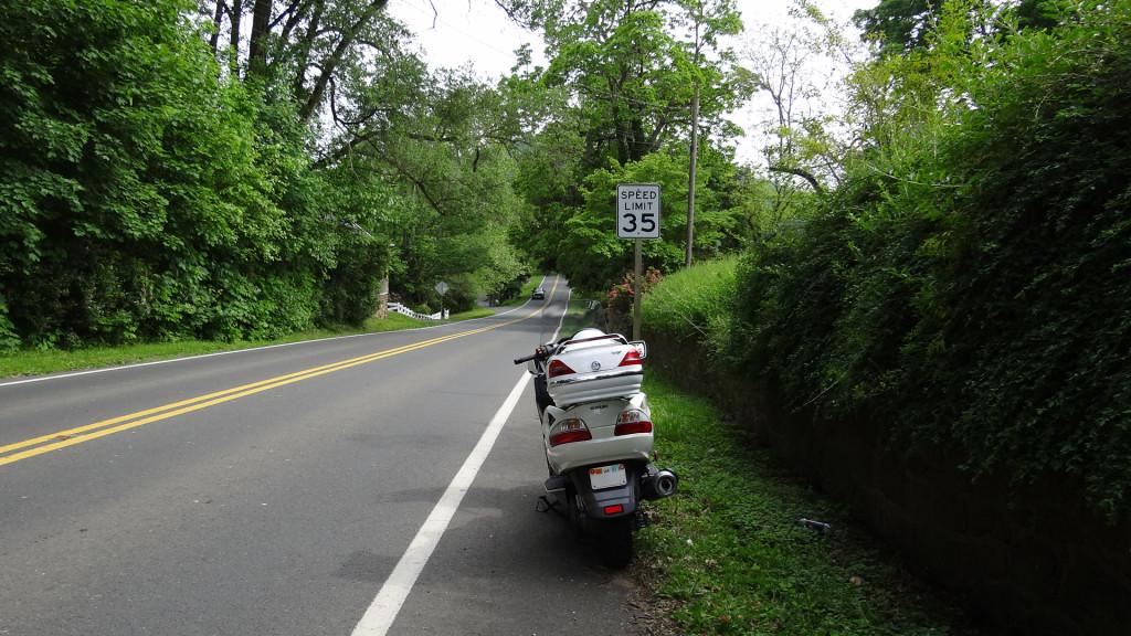 Motosikletim (Burgman 650) Amerika'nın kasaba yollarında :)