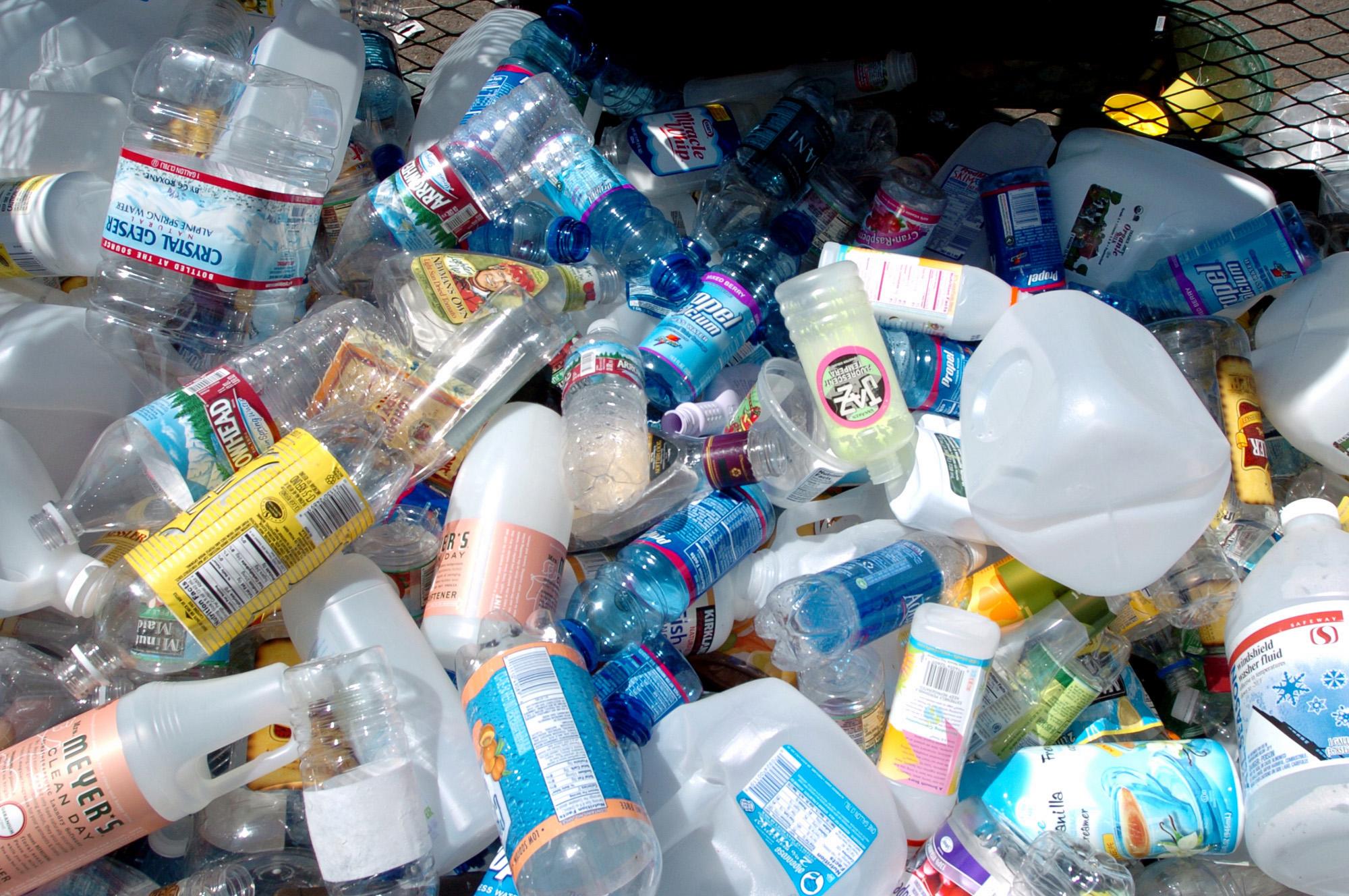 Geri dönüşüme hazır plastik atıklar