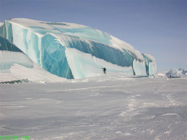 Antarktika'da bir buz dağı