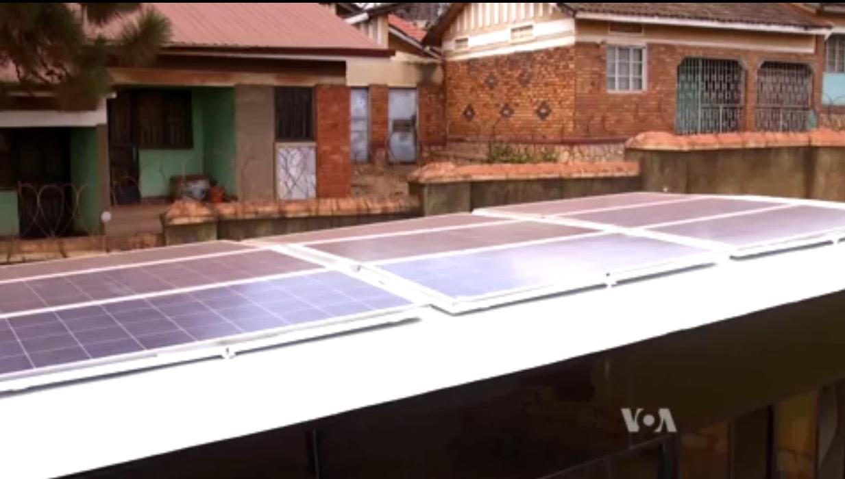 Otobüsün üzerinde kullanılan güneş panelleri