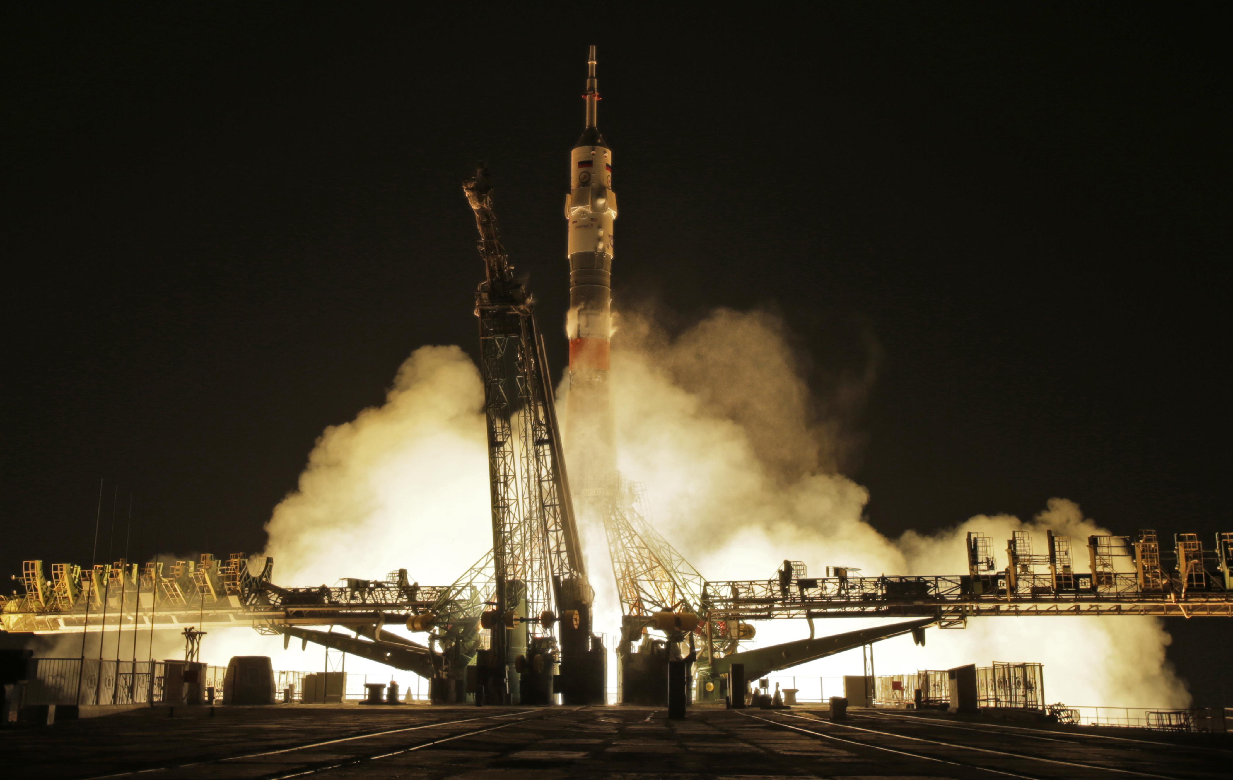 Fransız Thomas Pesquet, Rus Oleg Novitski ve Amerikalı Peggy Whitson'ı uzaya götüren Soyuz aracı 17 Kasım'da fırlatıldı