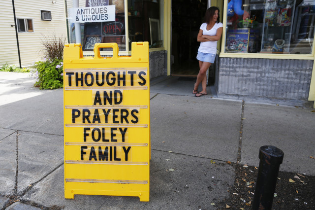 A sign outside a shop remembers James Foley, beheaded by the Islamic State while in captivity, in his hometown of Rochester, New Hampshire on Aug.  20, 2014. (Reuters)
