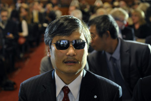 Blind Chinese dissident Chen Guangcheng attends a ceremony to award the 2013 Lantos Human Rights Prize in Washington, Dec. 6, 2013.