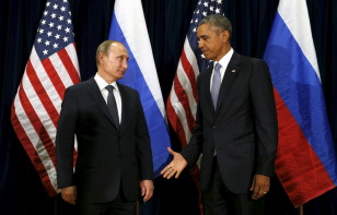 Obama extends his hand to Russian President Vladimir Putin during their meeting at the UN General Assembly in New York on Sept.28, 2015. (Reuters)