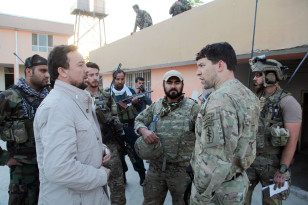 Kunduz chief of police, Mohammad Qasim Jangalbagh, left, talks to U.S. and Afghan special forces in Kunduz city, north of Kabul, Afghanistan on Oct. 1, 2015. (AP)