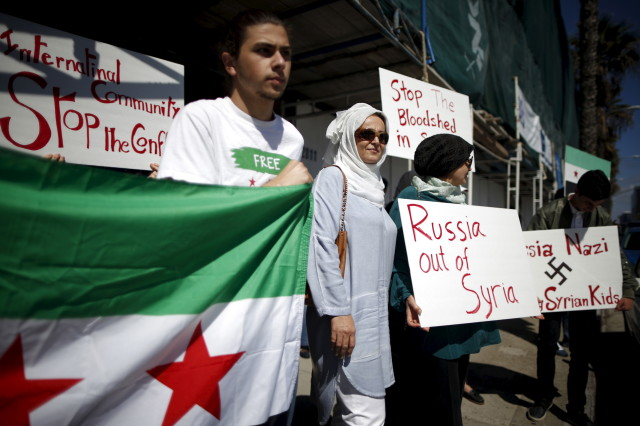 Syrian-Americans protest Russian intervention in Syria outside a Russian consulate in Santa Monica, California on Oct. 6, 2015. (Reuters)