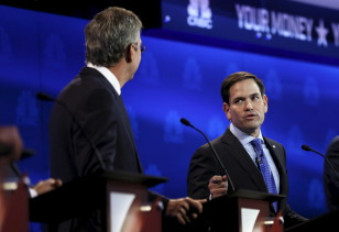 Republican presidential hopeful former Gov.Jeb Bush listens (L) as Senator Marco Rubio (R) makes a point at a presidential debate in Colorado on Oct, 28,2015  (Reuters)