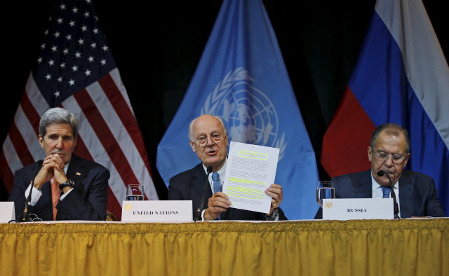 U.S. Secretary of State John Kerry (L), Russian Foreign Minister Sergei Lavrov (R) and UN Envoy for Syria Staffan de Mistura address the media in Vienna, Austria, November 14, 2015. Parties agreed to accelerate efforts to end the conflict in Syria by launching negotiations between the government and opposition by January. REUTERS
