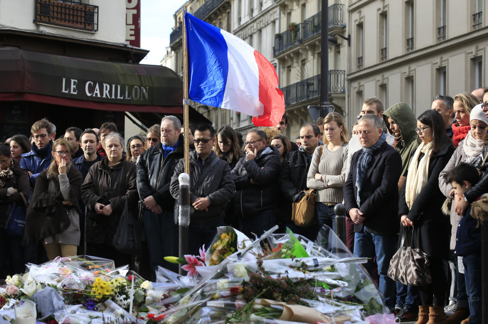 People observe a minute of silence in memopry of victims outside Le Carillon restaurant, one of the attack sites in Paris on Nov. 16, 2015.  (Reuters)