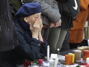 A woman pays tribute to victims at Place de la Republique after the deadly attacks in Paris, Nov. 16, 2015.  (Reuters)