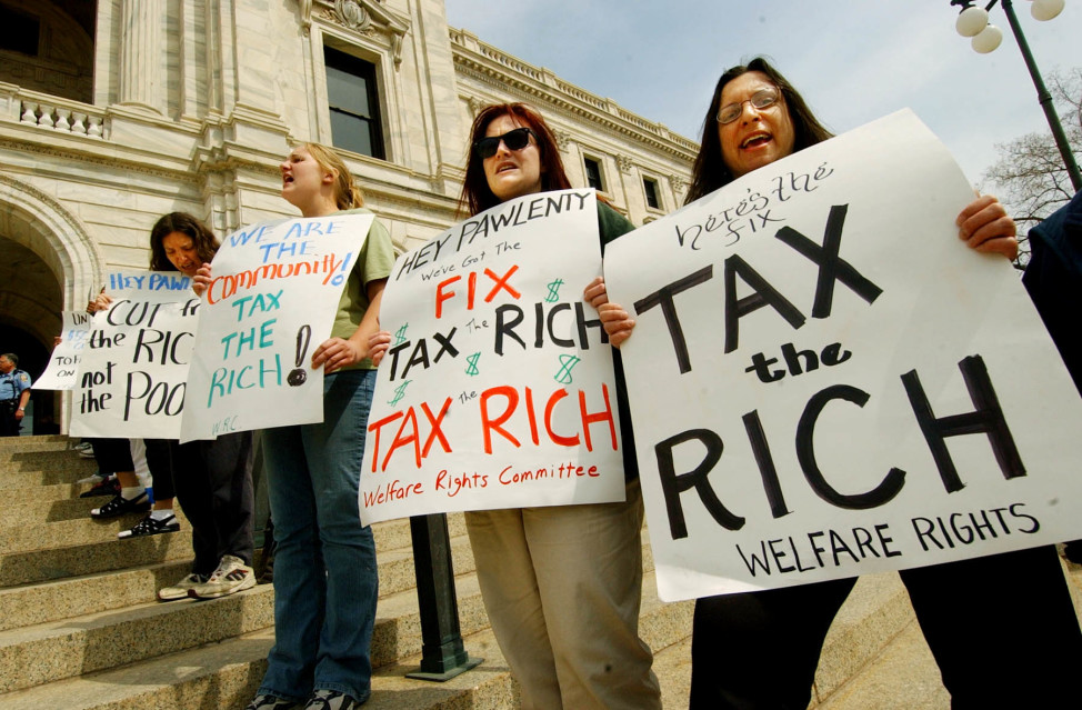 Demonstrators line the steps of the State Capitol for a tax day protest in the this April 15, 2005 file photo in St. Paul, Minn. (AP)