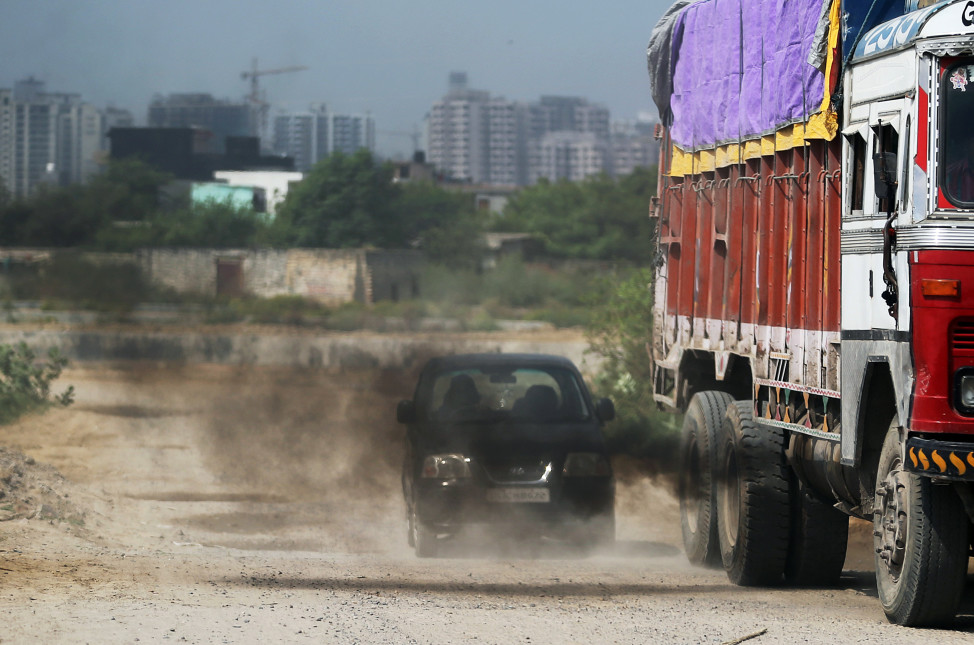 Smoke spews from a truck in New Delhi, India on Sept. 23, 2015. (AP)