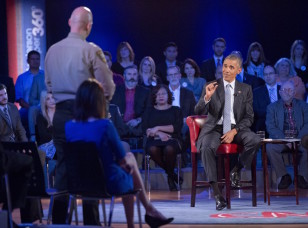 Obama answers questions from Arizona Sheriff Paul Babeu during a televised town hall meeting on gun violence in Fairfax, Va. on Jan. 7, 2016.  (AP)
