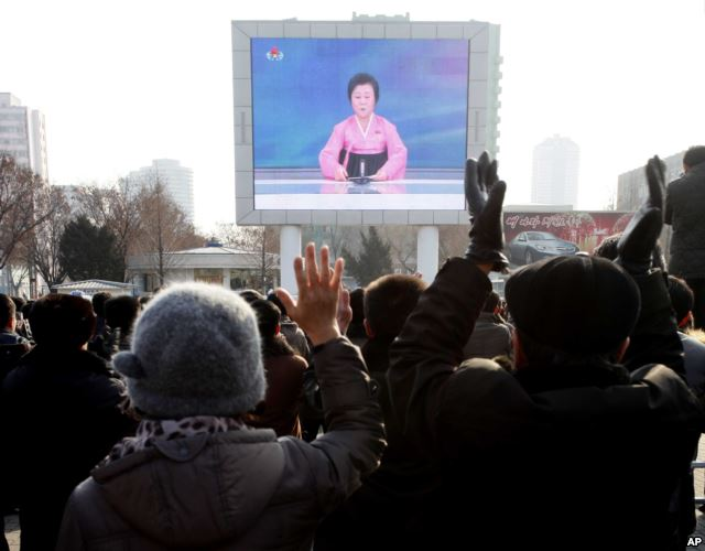 North Koreans watch the the televised announcement of the hydrogen bomb test.  January 6, 2016 (AP)