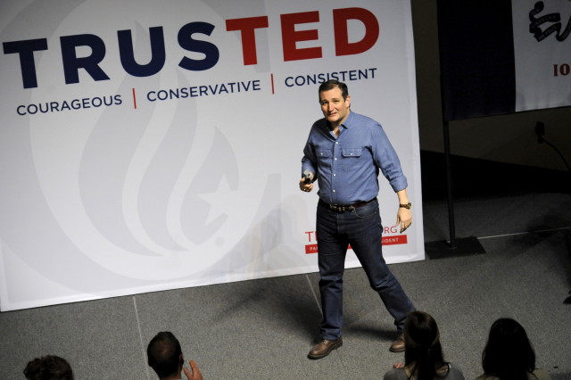 Republican presidential candidate Ted Cruz takes the stage at campaign stop Dordt College in Sioux Center, Iowa January 5, 2016. REUTERS